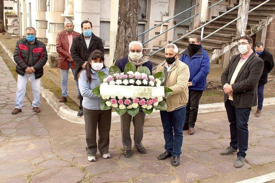Dirigentes peronistas, familiares y amigos homenajearon al exgobernador Carlos Snopek, a 29 años de su fallecimiento